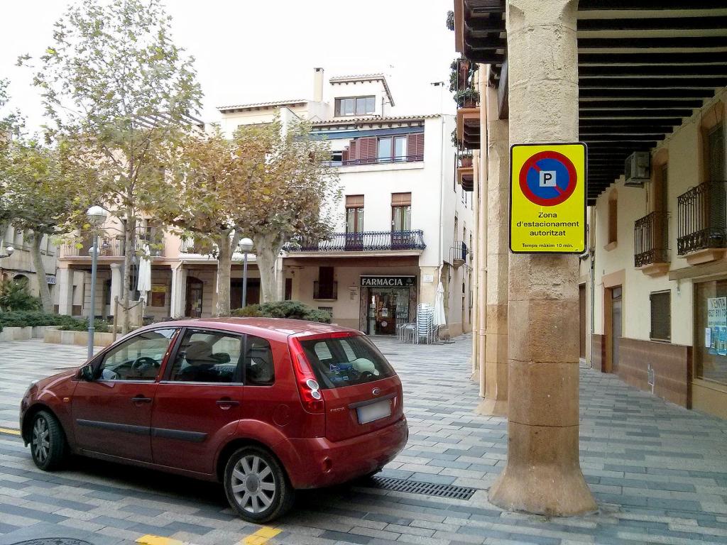 Zona d'estacionament gratuït davant d'Artesanialflorae
